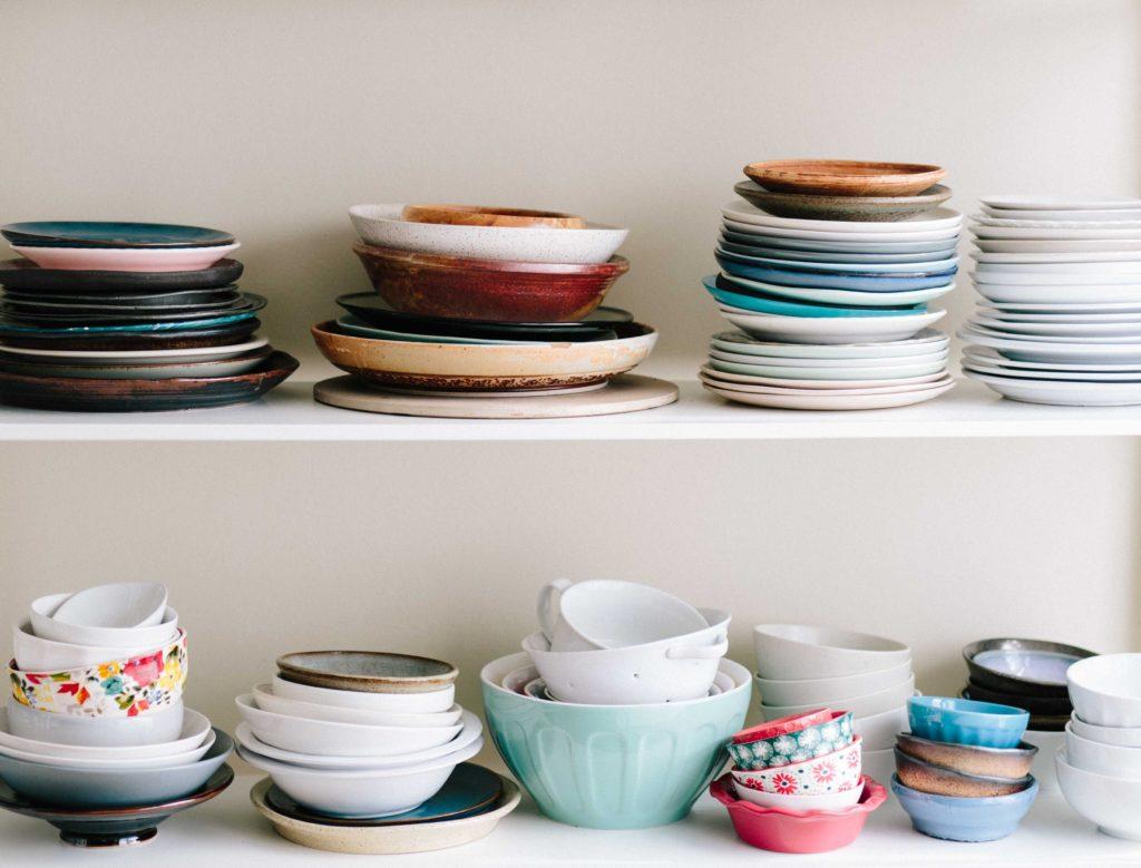 Quantité de vaisselle inadaptée et dépareillée